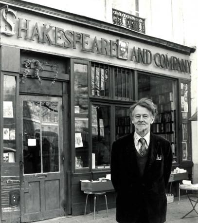 George Whitman aprì la sua libreria nell?agosto del 1951 con il nome «Le Mistral», in omaggio alla sua fidanzata di allora. «Shakespeare and Company» era il nome invece della libreria in rue de l?Odéon di Sylvia Beach. Il marchio passò in eredità a Whitman nel 1962.