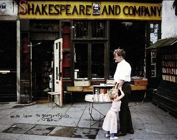 La libreria «Shakespeare and Company» di Parigi, al 37 di rue de la Bûcherie, è il punto di riferimento per la cultura anglosassone nella capitale francese fin dagli anni Sessanta.
