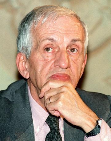 Carlo Fruttero in una immagine del 2001 (Ansa)