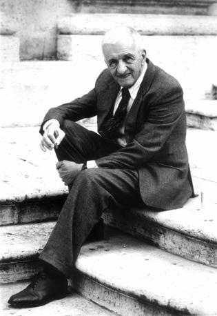 Addio a Carlo Fruttero. Lo scrittore è morto a 85 anni (archivio Corriere della Sera)