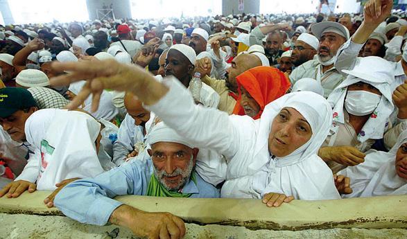 La lapidazione di Satana (foto Reuters/A. Awad)