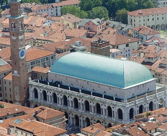 Palazzo della Ragione riprogettato e modificato da Andrea Palladio
