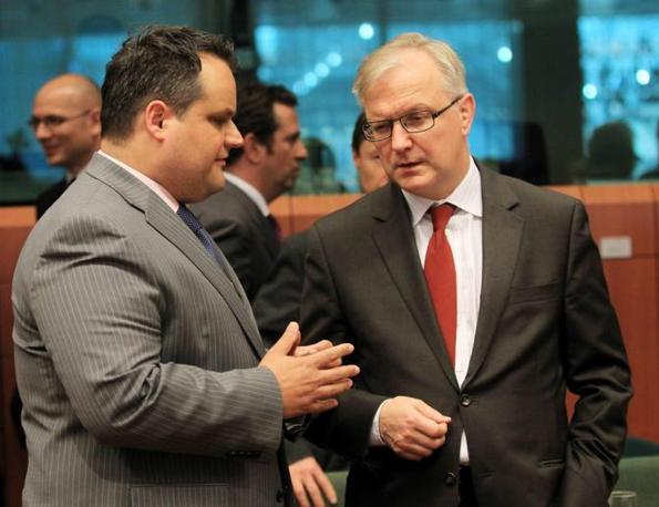 Il ministro olandese delle Finanze Jan Kees  e Olli Rehn  (Ansa)