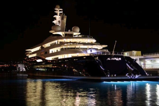 Lo yacht di lusso Al Mirqab appartiene allo sceicco Hamad bin Jaber Al Thani, primo ministro e ministro degli Affari esteri del Qatar