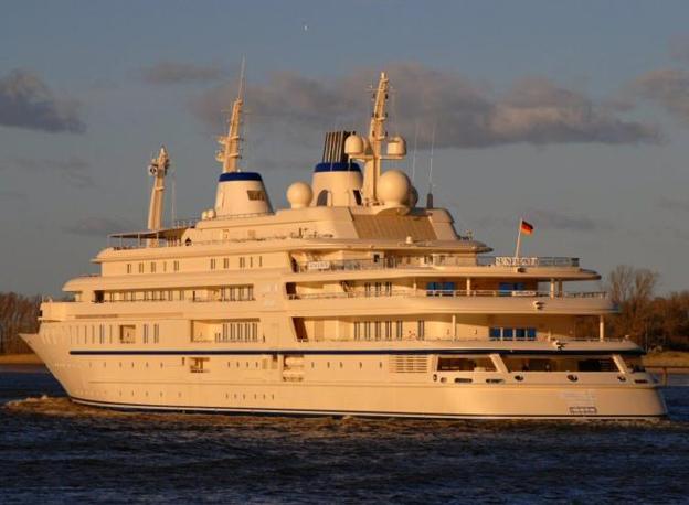 Al Said Larssen, il superyacht di 155 metri di proprietà del sultano bin Abdul Aziz dell'Arabia Saudita