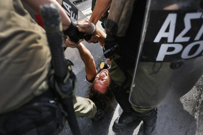 (Reuters/Behrakis)