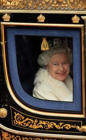 L'arrivo della regina in Parlamento a Londra (Reuters)