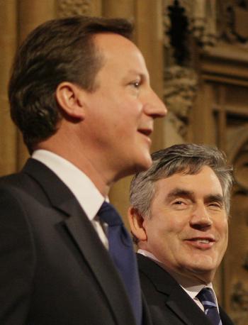 Il primo ministro Gordon Brown e il leader dei conservatori David Cameron (Ap)