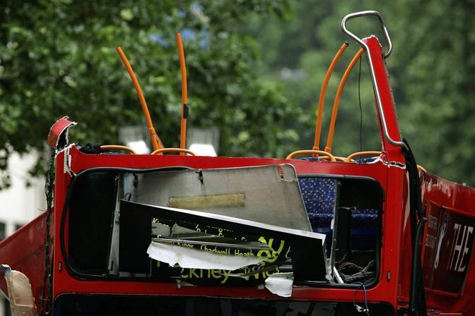 Luglio 2005: raffica di attentati a Londra. Messi a segno contro il sistema di trasporto pubblico nell'ora di punta, hanno causato 52 morti, compresi gli attentatori, e circa 700 feriti (Dylan Martinez/Reuters)