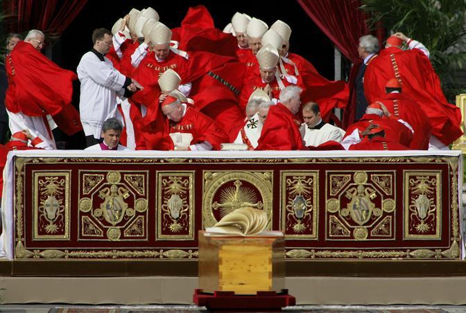 Aprile 2005: i funerali di Giovanni Paolo II in Vaticano (Max Rossi/Reuters)