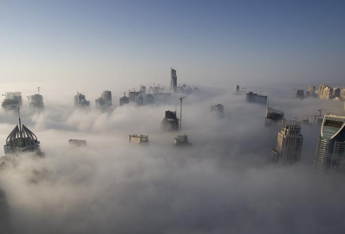 Novembre 2007: fitta nebbia a Dubai (Steve Crisp/Reuters)