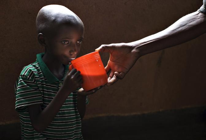 Novembre 2008: un bambino di 9 anni denutrito in Congo (Finbarr O' Reilly/Reuters)