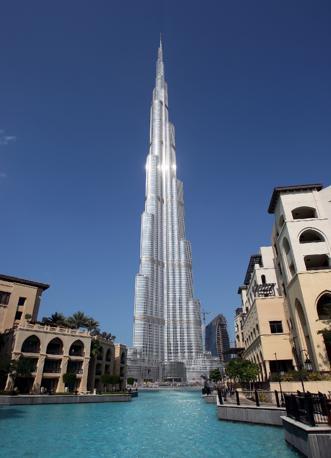 I piani sono 160: dalla sommità la vista spazia sino a 80 km di distanza. Il grattacielo è visibile da 95 km (Ali Haider/Epa)