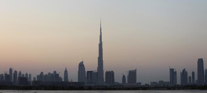 Dei 160 paini, 49 sono destinati a uffici e 61 ad appartamenti. Ma con la crisi ci sono forti dubbi che siano tutti venduti. Gli ascensori sono 58 e viaggiano a una velocità di 10 metri al secondo. Al 124mo piano, una balconata panoramica aperta al pubblico offrirà vedute della città a 360 gradi (Ahmed Jadallah/Reuters)