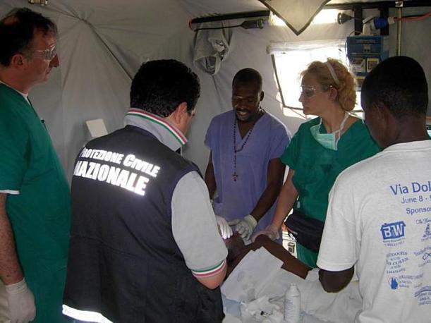 L'ospedale da campo italiano allestito dalla Protezione civile italiana (Ansa)