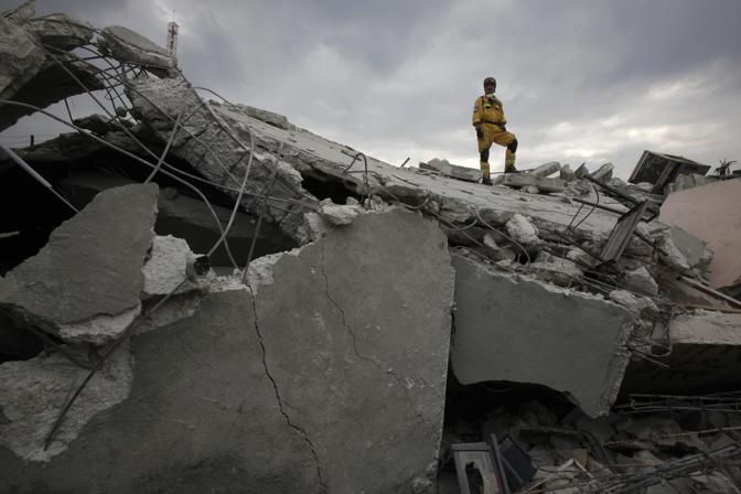 Soccorritori polacchi (Reuters)