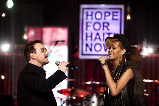 Bono Vox e Rihanna (Ap)