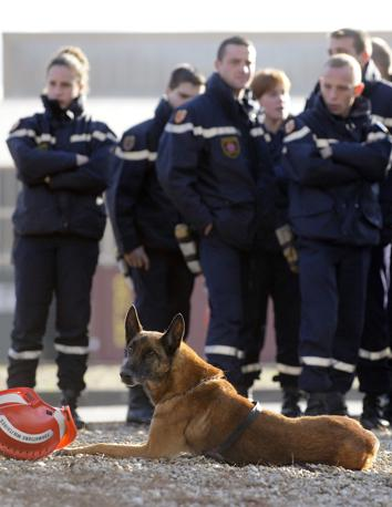 Una squadra di soccorso francese (Afp)