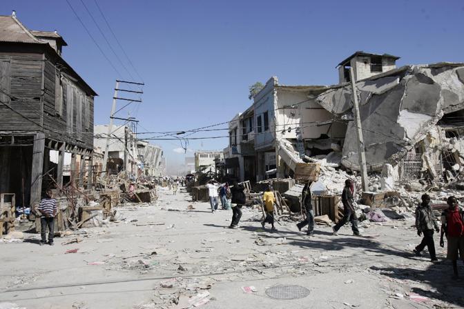 La gente comincia ad abbandonare Port-au-Prince (Epa)