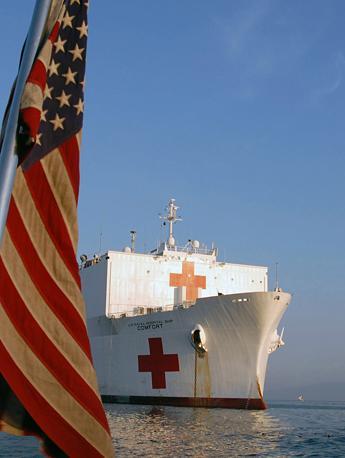 La nave-ospedale Usa ancorata a Port-au-Prince (Afp)