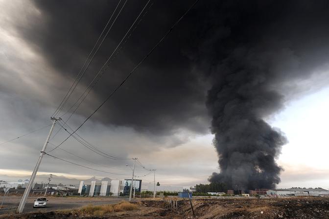 Incendio causato dal terremoto a Santiago (Afp)