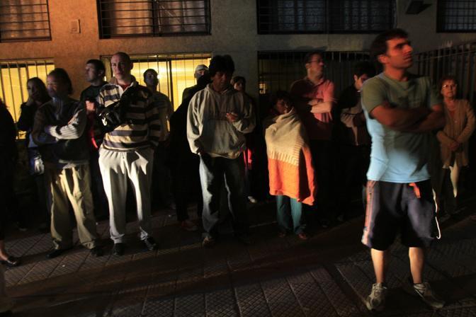 Santiago del Cile, gente terrorizzata scende in strada (Reuters)