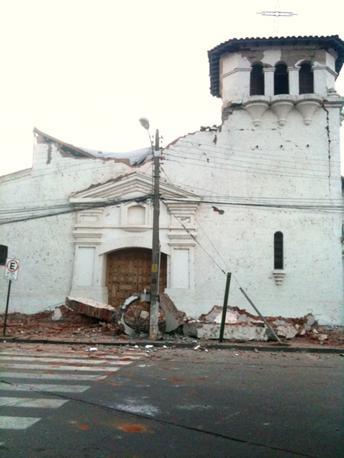 Chiesa semidistrutta a Santa Cruz (Afp)