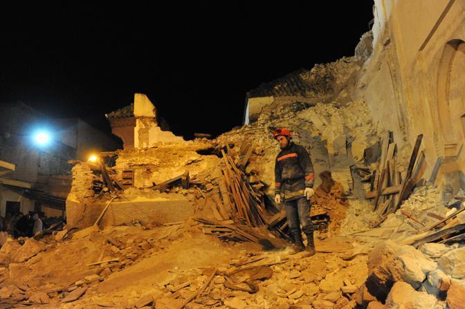 Una quarantina di vittime per il crollo di un minareto a Meknes, in Marocco (Abdelhak Senna/Afp)