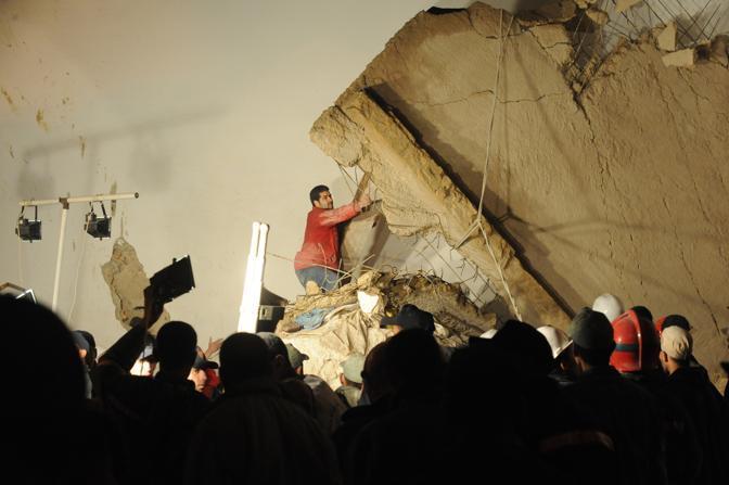 Il crollo si è verificato durante la preghiera del venerdì (Abdelhak Senna/Afp)