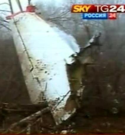 Disastro aereo in Russia: a Smolensk precipita l'aereo con a bordo il presidente polacco Lech Kaczynski, muoino in 132. Decapitato il gotha delle istituzioni polacche (Ansa)
