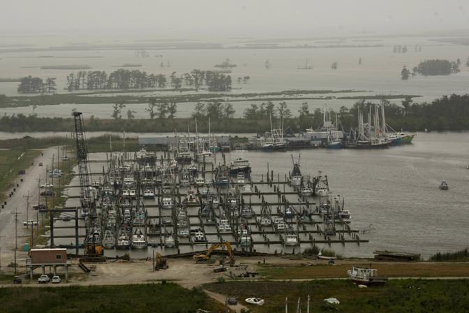Imbarcazioni da pesca ferme a Venice, vicino al delta del fiume Mississippi (Ap)