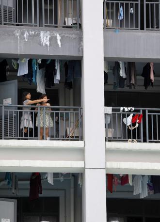 Il dormitorio dei dipendenti della Foxconn a Shenzhen (Epa)