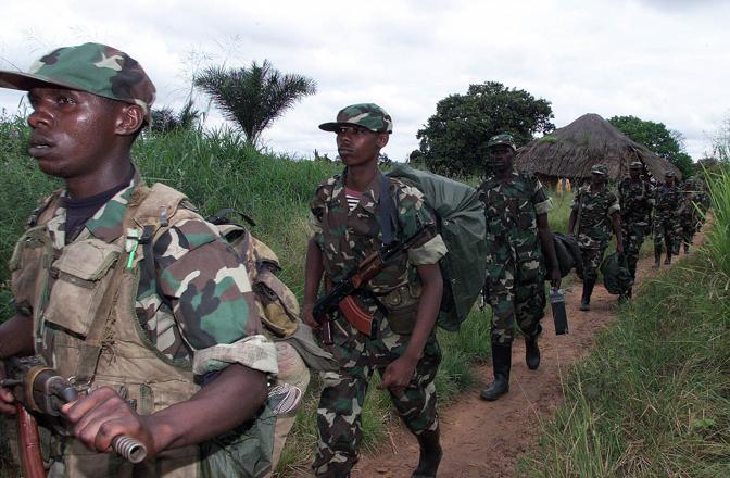 Soldati ruandesi all'interno dei confini del Congo (Reuters)