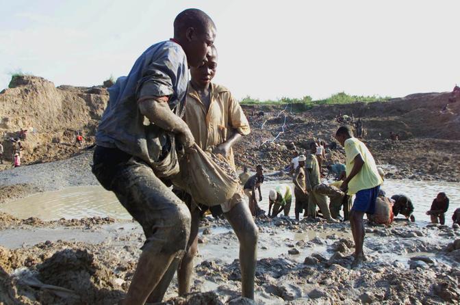 Lavoro in una miniera di diamanti (Ap)