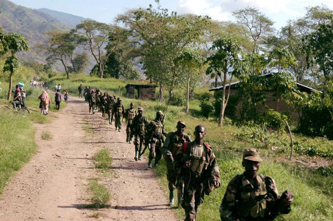 Soldati dell'Uganda People Defense Forces in territorio congolese (Afp)