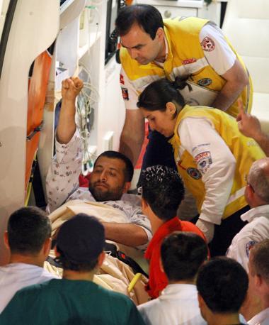 Un ferito all'ospedale Ataturk di Ankara (Epa)