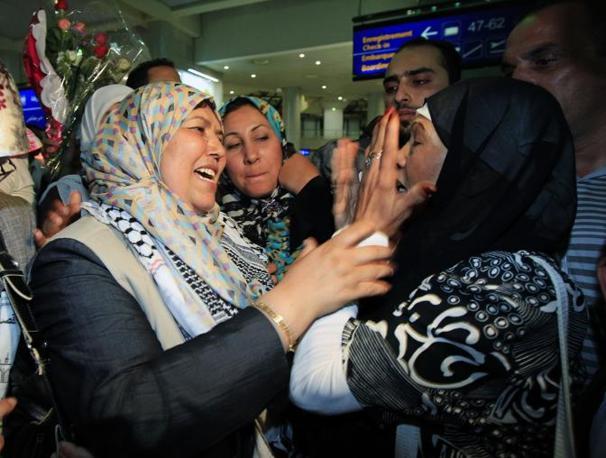 L'arrivo di un'attivista ad Algeri (Reuters)
