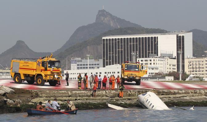 Jet Privato Cade : Rio de janeiro aereo cade in mare