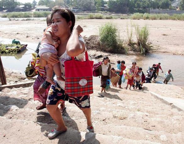 Gli scontri sono scoppiati alle elezioni nella zona delle cittadina di Myawaddy (Epa)