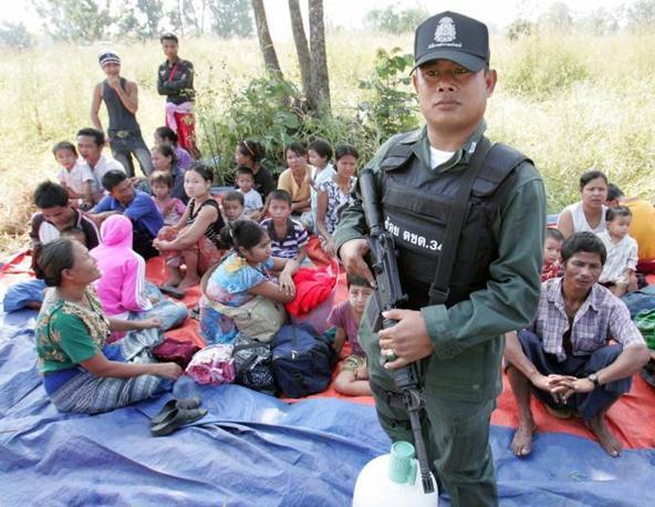 Rifugiati birmani in Thailandia (Epa)
