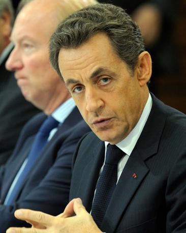 Il presidente francese Nicolas Sakozy è visto come un «imperatore nudo» che andrebbe tenuto «sotto stretta sorveglianza». Di lui dicono che «ha un atteggiamento autoritario e senza scrupoli con i suoi imperatori» (Reuters)