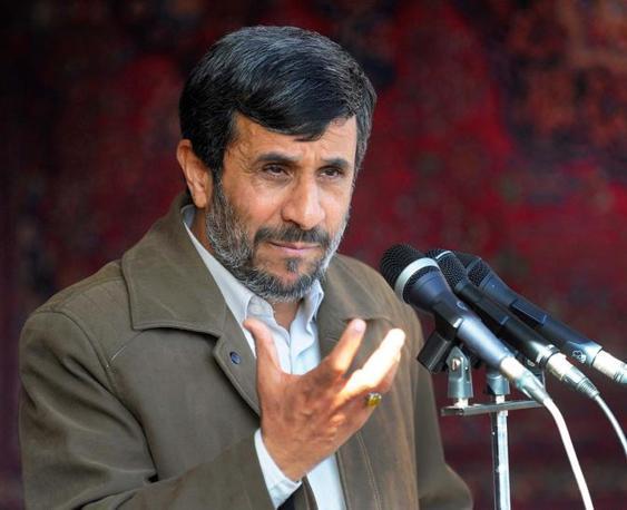 Il presidente iraniano, Mahmoud Ahmadinejad, è definito un «Hitler» e «negli Emirati tutti sono concordi nel ritenerlo non equilibrato, forse addirittura pazzo»