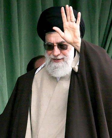 La guida spirituale iraniana Khamenei, riporta un documento che cita una fonte vicina al leader religioso, «ha una leucemia in fase terminale e potrebbe morire nel giro di qualche mese» (Reuters)