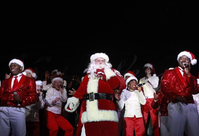 Un mondo di Babbo Natale: Bagram (Afghanistan) soldati Usa (Reuters)