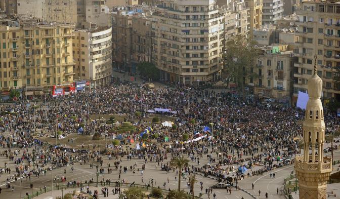 Piazza Tahrir si riempie di manifestanti per la mobilitazione indetta dall'opposizione a  Mubarak (Ansa)