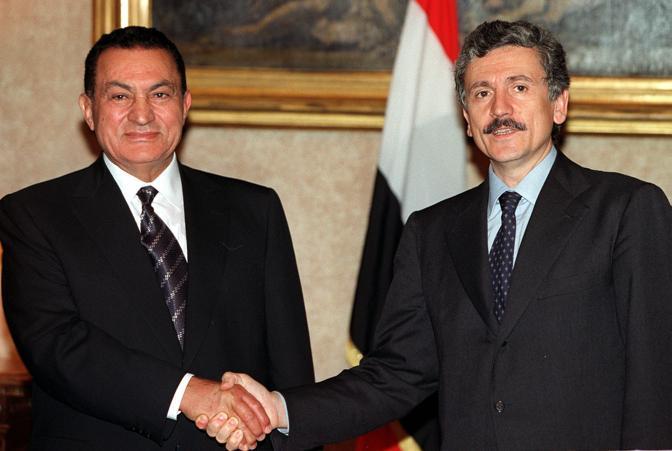 Hosny Mubarak con Massimo D'Alema (Ansa)