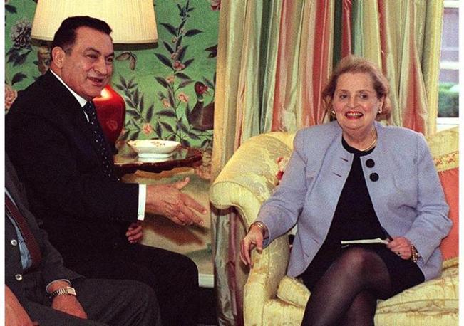 Hosny Mubarak con Madeleine Albright (Ansa)