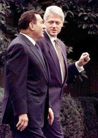 Hosny Mubarak con Bill Clinton (Ansa)