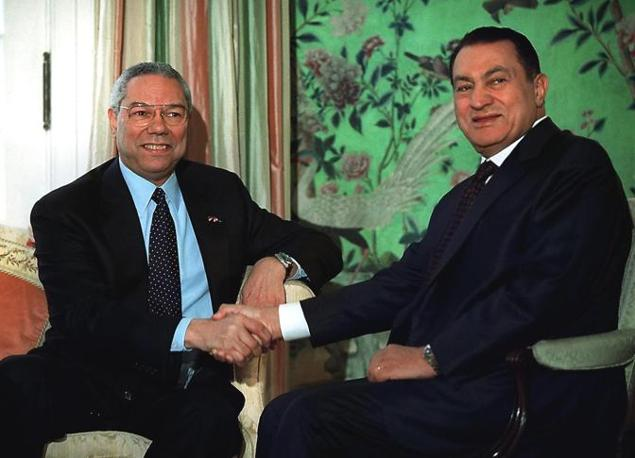 Hosny Mubarak con Colin Powell (Ansa)