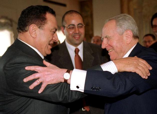 Hosny Mubarak con Carlo Azeglio Ciampi (Ansa)